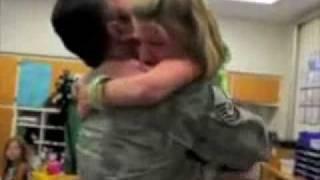 O Retorno Surpreendente de Soldados - Soldiers Surprising Their Loved Ones - Les soldats Surprenant