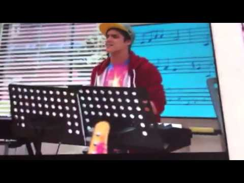 Violetta chanson avec andres camilla et maxi youtube - Violetta et maxi ...