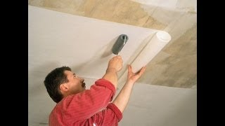 видео Как наклеить обои на потолок