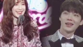 koo hye sun appeared at the tvn award ceremony surprising her husband ahn jae hyun