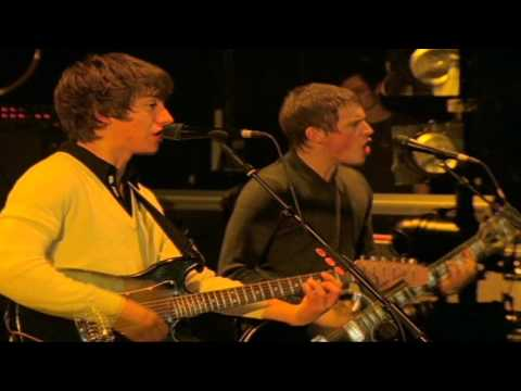 Arctic Monkeys - When The Sun Goes Down (Live At The Apollo)