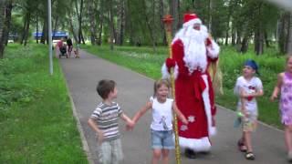 Дед Мороз летом    в рижском парке(, 2013-07-02T04:04:41.000Z)