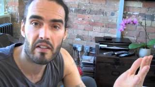 Topless Zac Efron objectified? Russell Brand The Trews Ep35