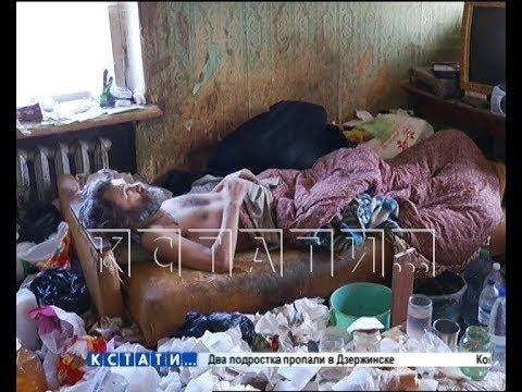 Жизнь в выгребной яме - житель Заволжья превратил свою квартиру в помойку