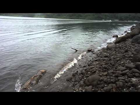 Laguna Arenal   FORTUNA DE SAN CARLOS   olas en la costa