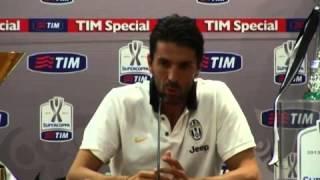 Buffon: 'Non ho mica orinato nell'armadietto di Totti'