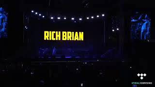 Download Rich Brian-100 degrees live at head in the clouds concert