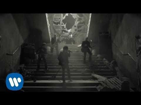 m-clan-las-calles-estan-ardiendo-video-clip-warner-music-spain