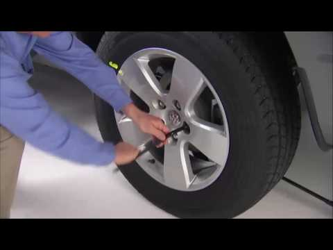 Jacking and Tire Changing - How to change a tire on 2017 Ram Truck