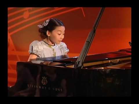 "Kanon Matsuda : 松田華音 @ 10 y o   C  von Weber ""Invitation to the Dance"", Op 65"
