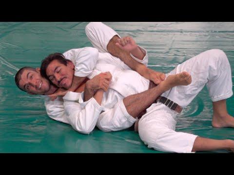 Gracie Insider: Technique of the Month - Triangle Shoulder