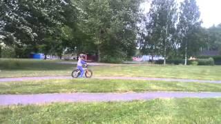 Leo killing it on his BMW kidsbike!(Leo 3,5 yrs Old from Sweden practice on his BMW koda kickbike., 2013-07-02T21:25:25.000Z)