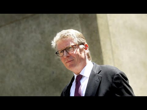 Manhattan District Attorney Cy Vance under scrutiny for donations during cases