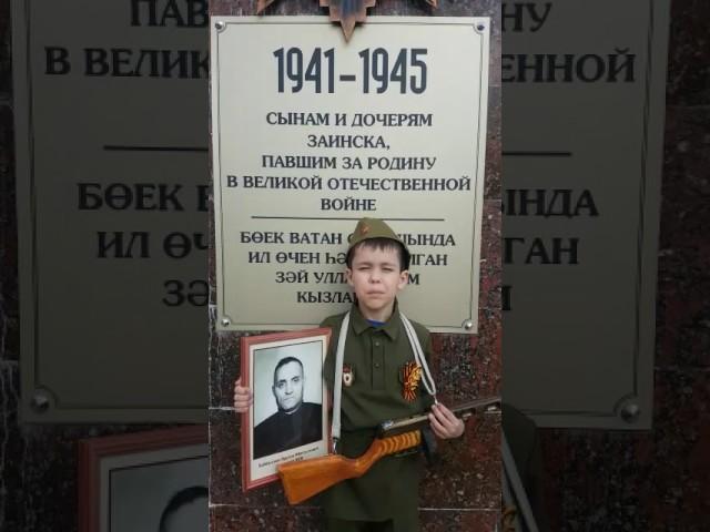 Изображение предпросмотра прочтения – ДаниэльАтласов читает произведение «У дедушки» АнатолияЛеоновичаМохорева