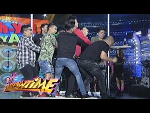 It's Showtime Cash-Ya: Team Vice Ganda on Set Cart challenge