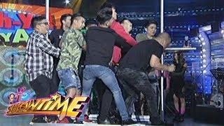 Video It's Showtime Cash-Ya: Team Vice Ganda on the Set Cart challenge download MP3, 3GP, MP4, WEBM, AVI, FLV September 2017