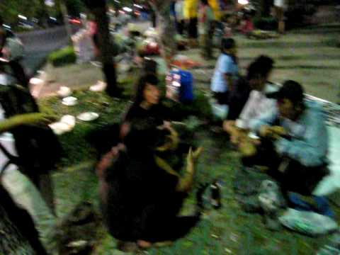 Drinking and selling Heavy metal stuff with Thaifriends at Khaosan