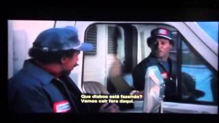 Filme Bustin Loose (1981) - Erro de continuidade e Richard Pryor carrega uma TV estranha