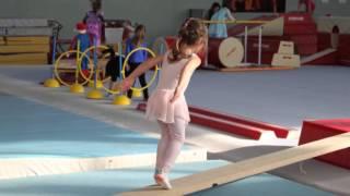 (13) ФРАНЦИЯ. Показательная новогодняя гимнастика. FRANCE. La gymnastique de Noël pour les parents(, 2016-03-01T20:59:02.000Z)