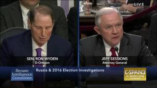 Wyden questions Sessions on Russia recusal