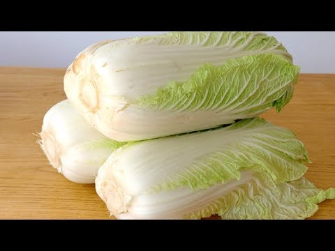 The new way of eating Chinese cabbage is hot and boiled with boiling water, sour and crispy.
