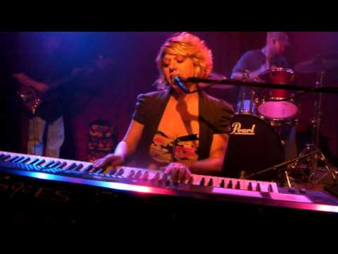 Jennifer Hill and Co-I'm a Man-The Red Door-July 2...