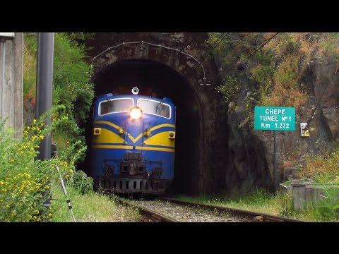 Locomotoras E 3017 y D 16012 cruzando Túnel Chepe y Río Biobio