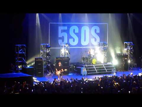 Waste the Night - 5 Seconds of Summer Argentina 10/09