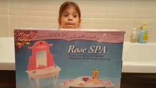 Barbie banyo oyuncak seti ile oynuyoruz  Jakuzi ve banyo aksesuarlar Barbie oyunlar izle