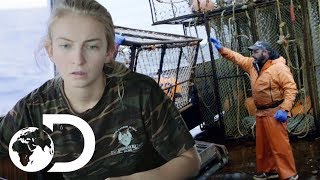 Captain's Daughter Puts The Northwestern Crew In Severe Danger   NEW Deadliest Catch