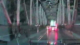 Troutdale police chase leads to bridge leap