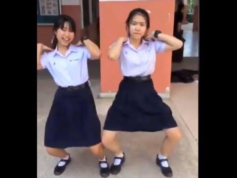 리사 (블랙핑크) Blackpink Lisa / Thai Dance - Cute & Funny