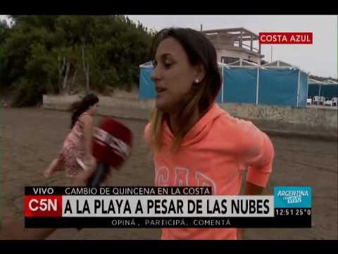 C5N - Verano: playa a pesar de las nubes en Costa Azul