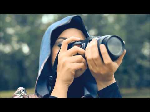 SleeQ - Sesaat Kau Datang (Ramlah Ram Feat. SleeQ) Official MV (Malay)