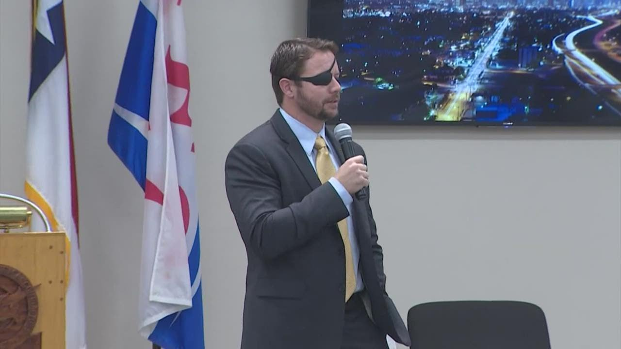 U.S. Rep. Dan Crenshaw temporarily blinded after emergency eye ...