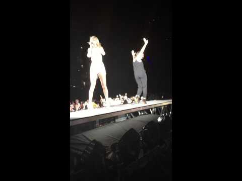 Taylor Swift Philadelphia concert Mariska Hargitay