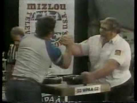 1980s Funny outtakes in Arm Wrestling Where Stall