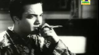 Video Aj Dujonar Duti Path Ogo- আজ দুজনার দুটি পথ ওগো ( Film: Harano Sur- 1957) download MP3, 3GP, MP4, WEBM, AVI, FLV Juni 2018