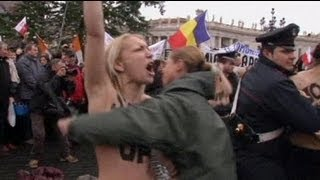 In Gay we Trust: Femen Aktivistinnen beim Papst