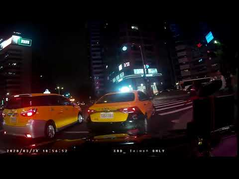 計程車TDS-1181號右轉彎未依規定使用方向燈