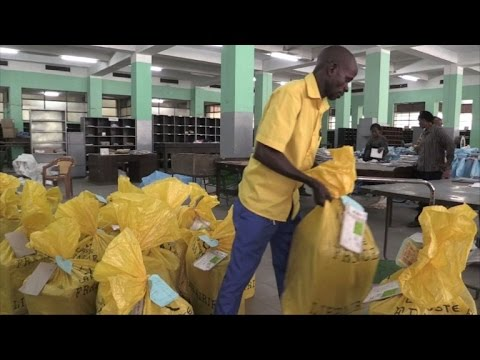 People of Kinshasa welcome back their postmen