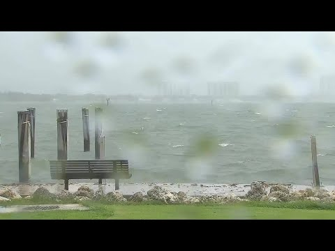 Rain bands from Hurricane Matthew arrive in South Florida