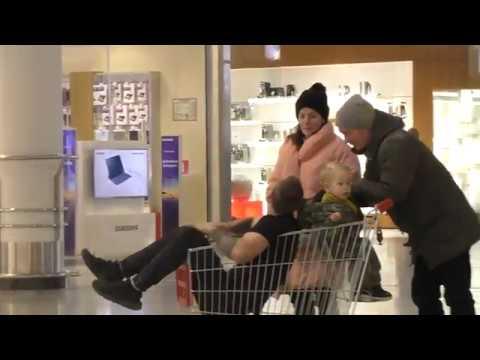 Лег СПАТЬ в IKEA. Тележка - такси. Пранк будни Молодого Человека / Молодой Человек