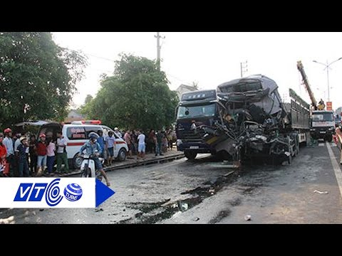 Đâm xe đầu kéo, tài xế chết thảm trong cabin   VTC