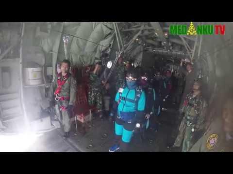 TNI AU Latihan Terjun Payung Di Lanud Soewondo Medan