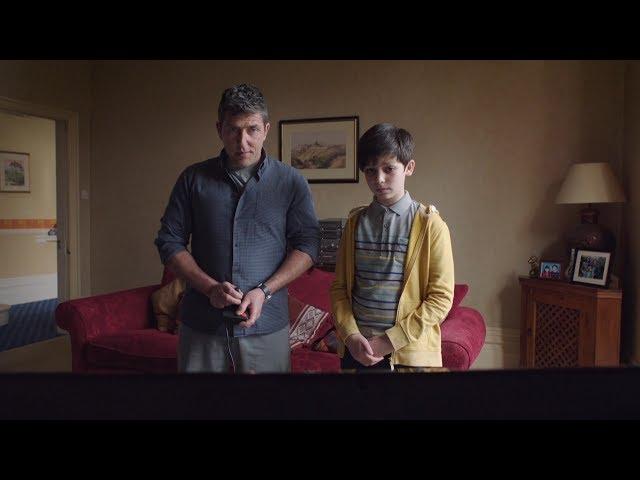 【宇哥】男孩穿越到30年前,帮老爸创造了世界纪录《猎奇怪谈:名叫雷德的男孩》