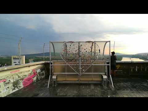 Sulla torre UFO di Bratislava Skyline figo