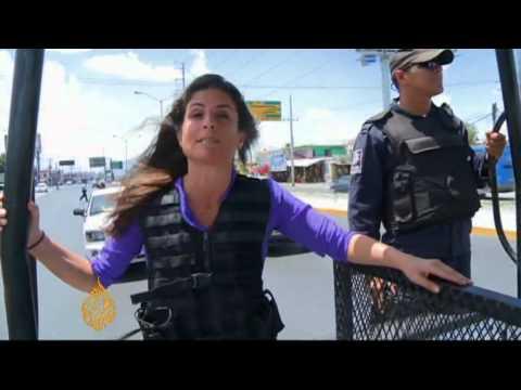 Police battle Zetas cartel