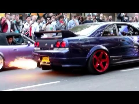 Nissan Skyline R33 GTR Shooting Flames for spectators in London.