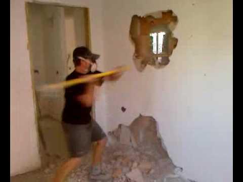 Come aprire una porta dal nulla youtube - Aprire finestra muro esterno ...